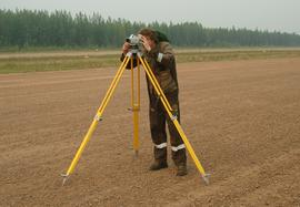 Surveying the unpaved runway profile elevations by electronic surface level meter СDL 30